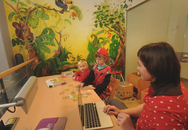 Landauer UB bietet Eltern Platz zum Arbeiten und den Kids eine kurzweilige Umgebung zum Spielen und Entdecken. Foto: Hiller/Medienzentrum Landau