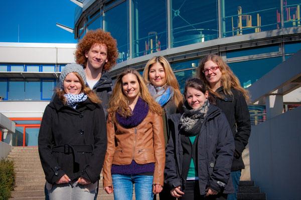 Leiten die Studenteninitiative für Kinder in Landau (von links nach rechts): Laura Merkle, Florian Zimnol, Jenny Rosner, Talia Tanis, Franziska Meyer, Leonie Hummel. Foto: Studenteninitiative für Kinder