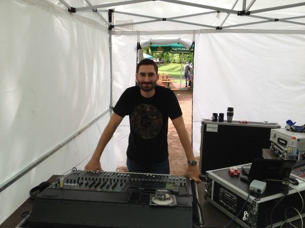 Wolf-Gero Serfas arbeitet neben seinem Studium als Eventtechniker. Foto: Privat