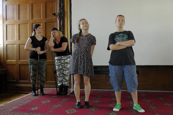 Beim KaleidosKOp-Festival zeigte die Theatergruppe einen kurzen Ausschnitt aus dem Stück. Foto: Uni-Theatergruppe