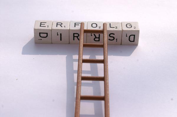 Wer sich schon früh vernetzt, hat später einen leichteren Start. Foto: S. Hofschlaeger/ pixelio.de
