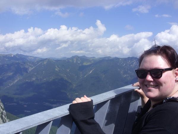 Dieses Bild von Yvonné Stoßhoff entstand im Sommer 2011 auf der Alpspitze während eines Ausflugs mit ihrer Chefin. Die Rollstuhlfahrerin wird in der Uni und auch privat von der Koblenzer Studentin betreut.