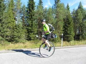 Student und Einrad-Marathoni Rolf Leonhardt auf seinem Weg durch Finnland. Foto: Rolf Leonhardt