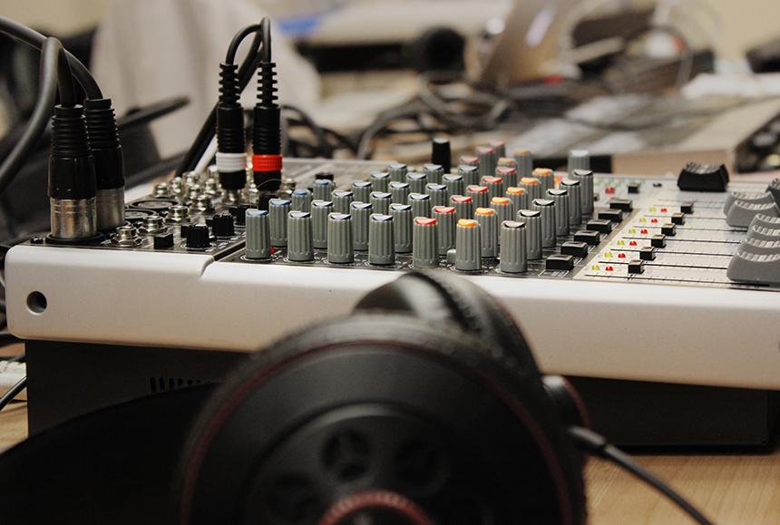 Das Institut für Wissensmedien zeigt, wie Internetradio gemacht wird. Foto: Adrian Müller