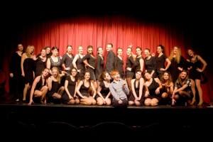 """Die Musical-Gruppe """"Rise up"""" mit ihrem Initiator und Leiter Mario Wieland (vorne in der Mitte). Foto: Privat"""