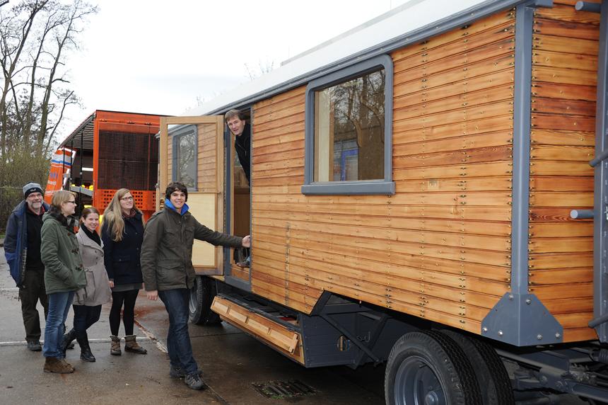 Der Zirkuswagen hat sein Ziel erreicht: Den Landauer Campus. Fotos: Karin Hiller