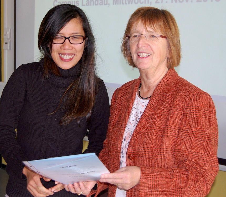 Für ihre hervorragenden Studienleistungen und ihr soziales Engagement bekam Sie Yung Law (l) den DAAD-Preis verliehen. Foto: Lena Metzger