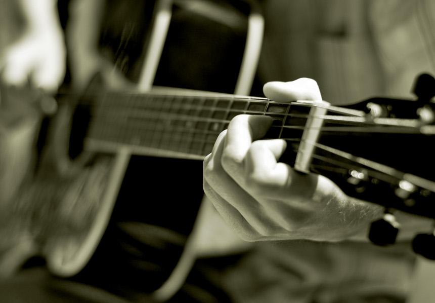 Beim ersten Landauer Song Slam wettstreiten Musiker um den Titel. Foto: Sergej23/ pixelio.de