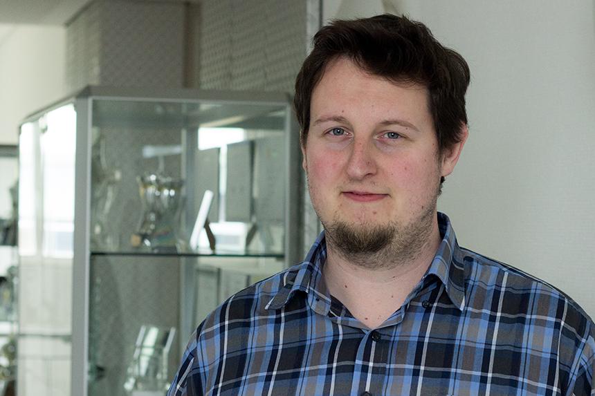 Marcel Häselich promoviert bei Prof. Dr. Paulus und entwicklet für Roboter im freien Gelände Algorithmen zur Umgebungsbewertung. Foto: Adrian Müller