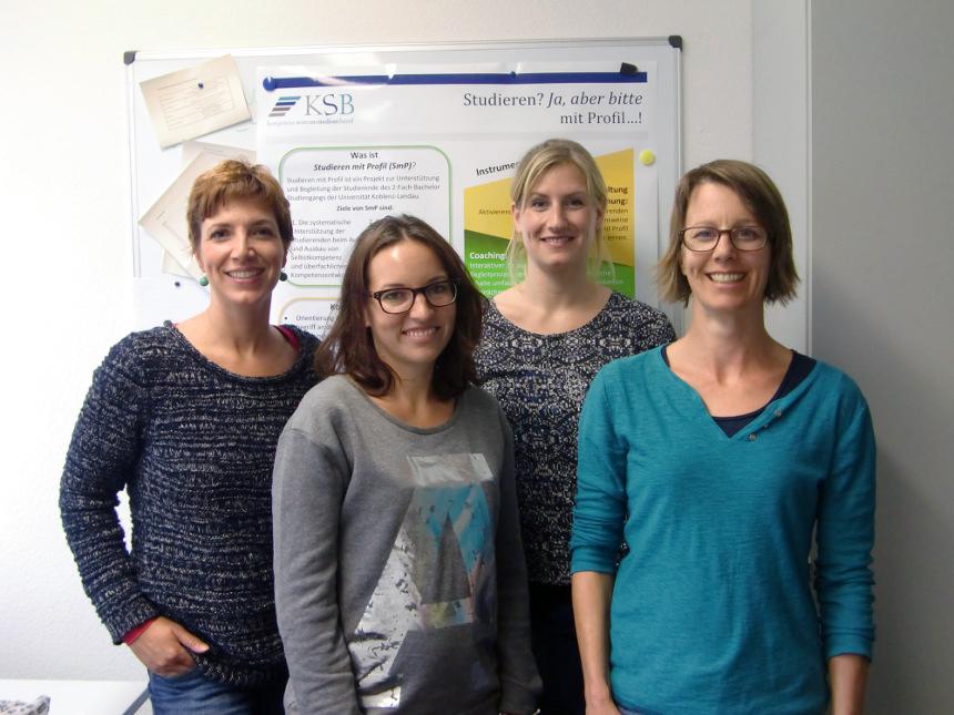 """Das """"Studieren mit Profil""""-Team: KSB-Geschäftsführerin Dr. Irene Lamberz mit den wissenschaftlichen Mitarbeiterinnen Ruth Rehfisch, Ines Obenauer und Petra Claudius (v.l.). Foto: Greb"""