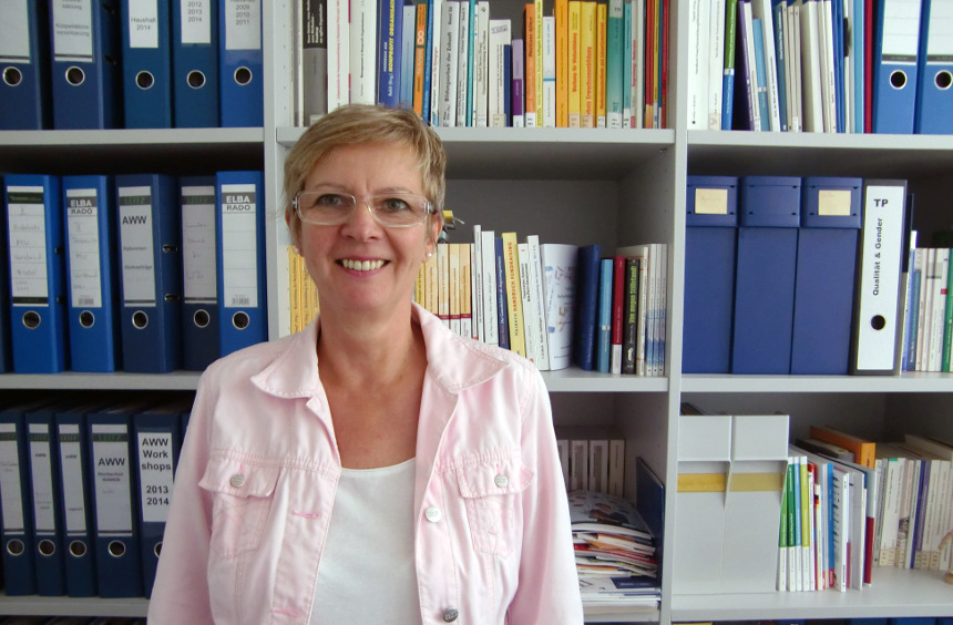 Die AWW-Geschäftsführerin und Diplom-Pädagogin Claudia Erhardt organisiert Fortbildungen und vernetzt Weiterbildungs-Organisationen in Rheinland-Pfalz. Foto: Greb