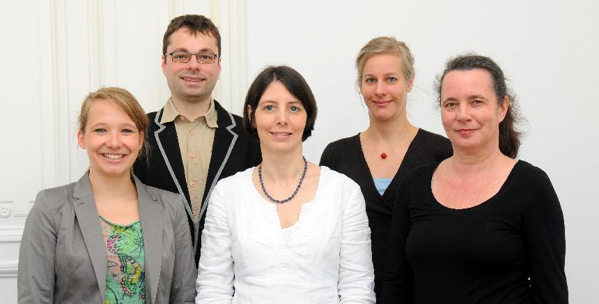 """Das """"KuS""""-Team: Astrid Krämer, Jun.-Prof. Dr. Markus Scholz, Dr. Anette Damag, Kathrin Haag und die Leiterin Prof. Dr. Annette Kracht (v.l.), Foto: KuS"""