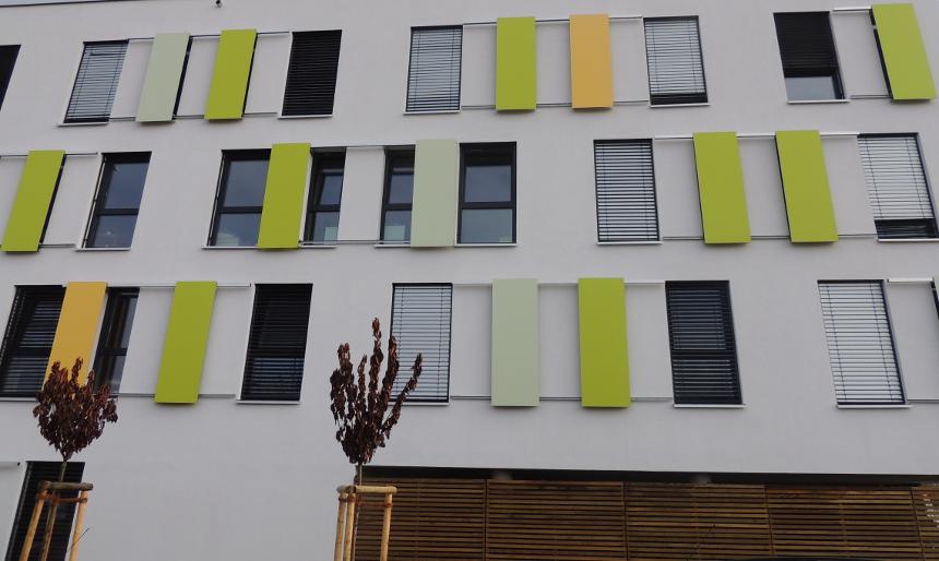 Mit frischen Farben empfängt das neue Wohnheim Quatier Vauban seine neuen studentischen Bewohner. Foto: Lisa Leyerer