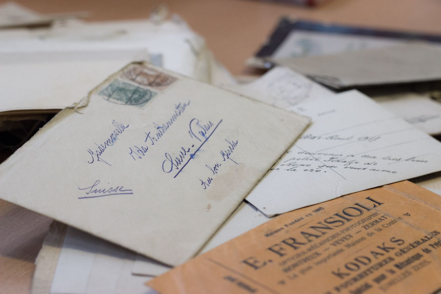Das Liebesbriefarchiv von Prof. Dr. Eva Wyss umfasst heute etliche Korrespondenzen per Brief, E-Mail, SMS oder Messenger. Foto: Adrian Müller