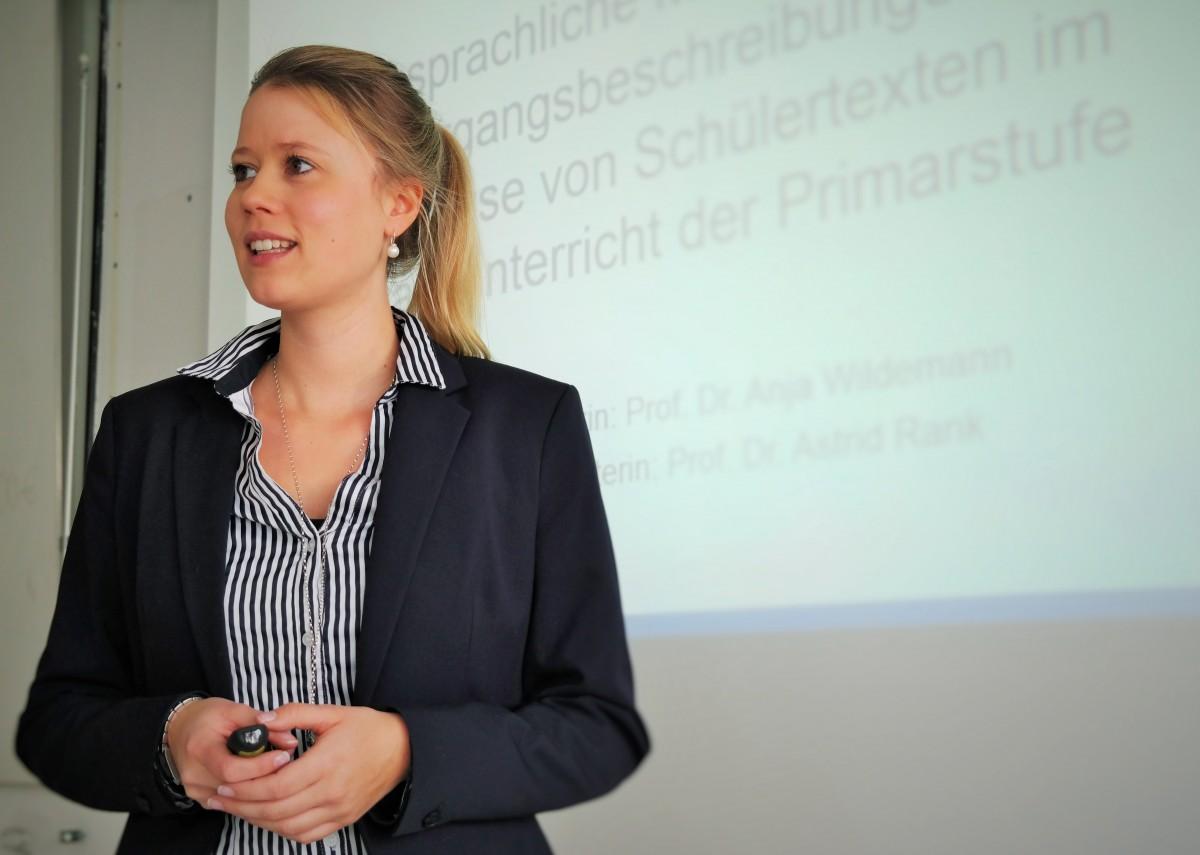 Sarah Fornol ist Doktorandin am Landauer Institut für Bildung im Kindes- und Jugendalter und erforscht bildungssprachliche Fähigkeiten zur Darstellung komplexer Gegenstände bei Grundschülern. Foto: Sarah Fornol