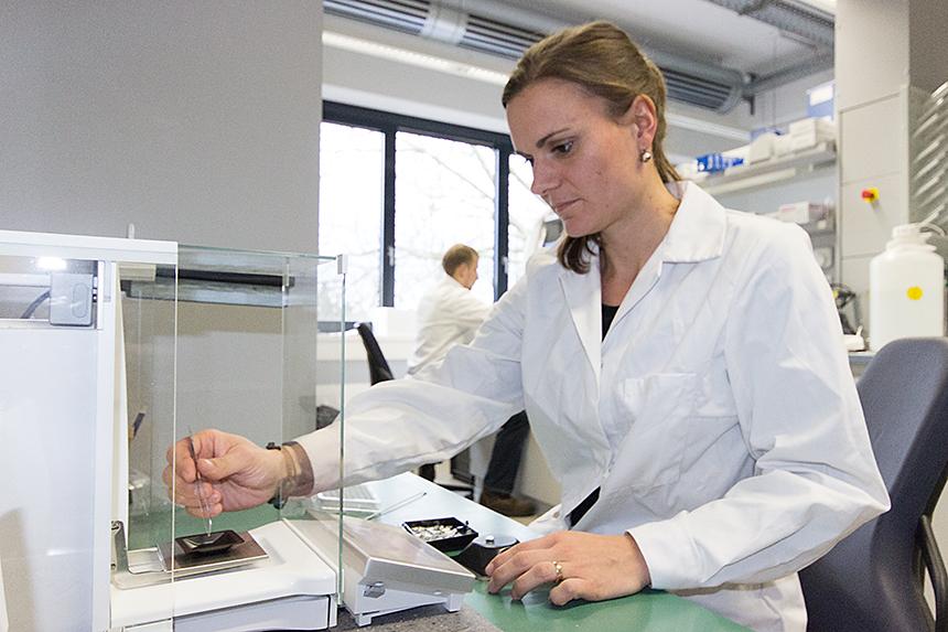 Melanie Brunn ist Diplom-Geographin in der Abteilung für Geographie des Koblenzer Instituts für integrierte Naturwissenschaften und untersucht die Stabilität von Kohlenstoff in Böden. Foto: Adrian Müller