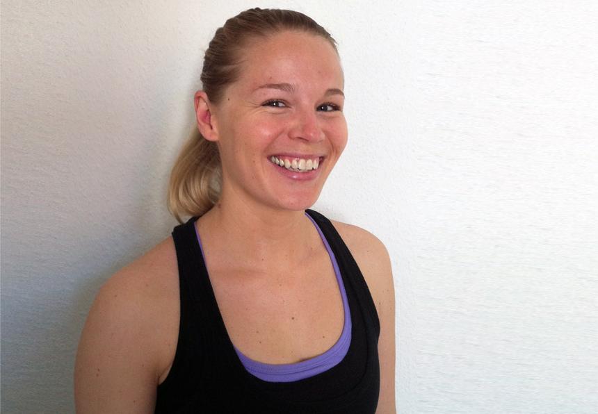 Lehramtsstudentin Simone Da Silva arbeitet nebenbei als Trainerin in einem Fitnessstudio. Foto: Carolin Höring