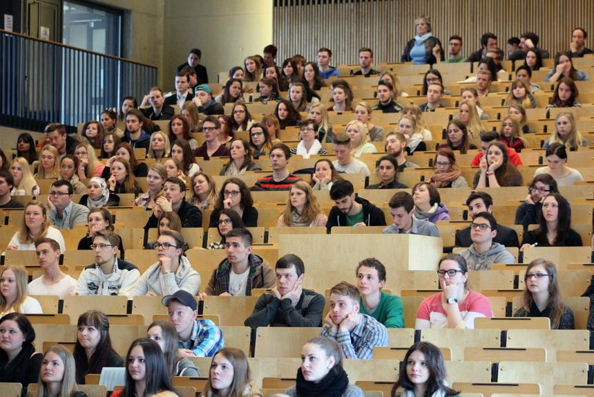 Zahlreiche Erstsemester starten in Koblenz ins Sommersemester 2015.