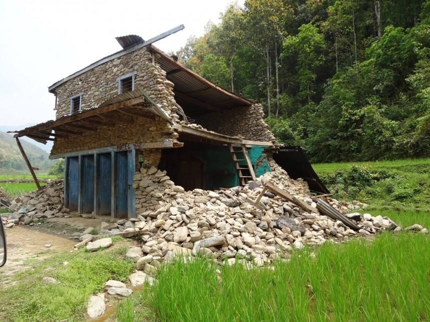 Ein Zuhause in Trümmern: Das Erdbeben verwüstete auch im südlichen Flachland Nepals die Häuser vieler Menschen. Fotos: Privat