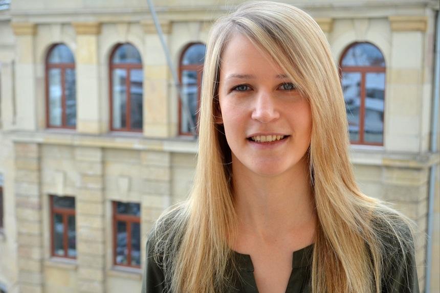 Studentin Lisa Thrun engagiert sich neben dem Studium bei der Lebenshilfe in Offenbach. Foto: Angela Gräsel