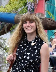 Julia Schneider (19), Zwei-Fach-Bachelor Deutsch und Englisch. Foto: Bauer