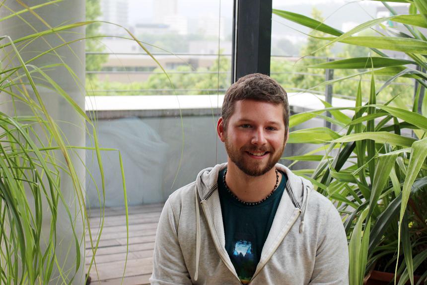 Steffen Leist engagiert sich mit viel Spaß ehrenamtlich und reiste schon mehrfach nach Afrika, um dort zu helfen. Foto: Esther Bauer