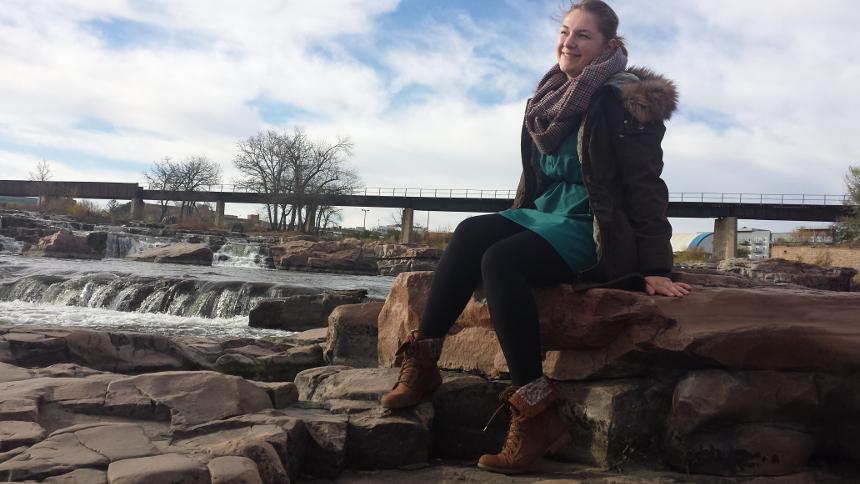 Lehramtsstudentin Jannika Schneider am Big Sioux River in Sioux Falls, South Dekota. Sie verbringt ihr Auslandsjahr in den USA. Foto: Privat