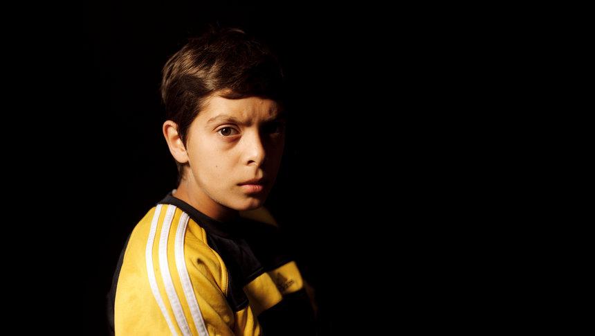 Eines der Porträts von Martin Lilkendey zeigt den zwölfjährigen Enisa aus dem Kosovo. Foto: Lilkendey