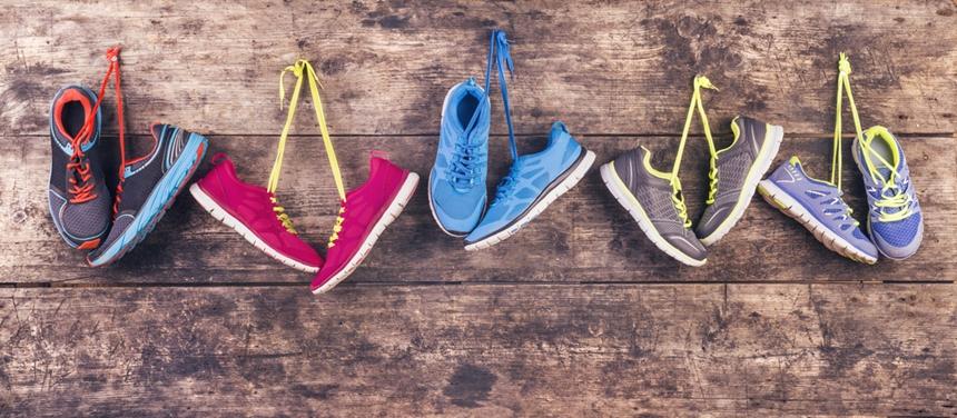 """Endlich die Sportschuhe vom Nagel nehmen und fit werden: Das Projekt """"Bewegte Uni bewegt"""" von Sportwissenschaftler apl. Prof. Dr. Theis und seinen Mitarbeitern zeigt, wie es geht. Foto: Fotolia/Halfpoint."""