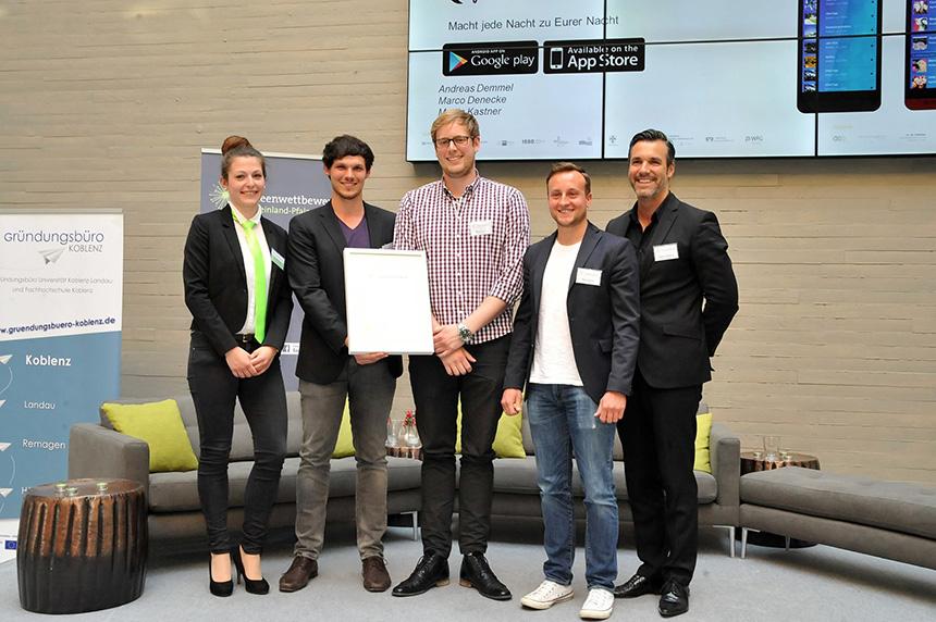 Erfolg mit nightster: Die drei Gründer als stolze Gewinner des Startup-Weekends in Ludwigshafen. Foto: Nicole Bouillon Fotografie.