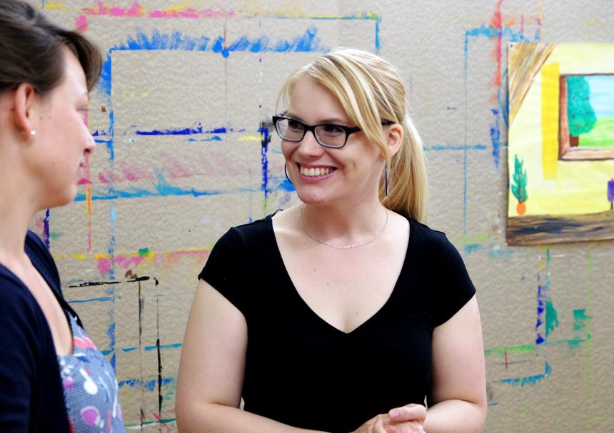 Die Diplom-Pädagogin Helen Sahm bietet Kindern und Erwachsenen in ihrem Mal Raum in Landau die Möglichkeit, sich kreativ zu entfalten. Fotos: Leyerer