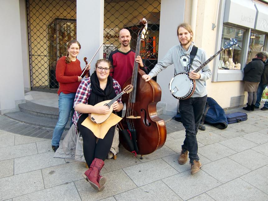 Rafaela Echler, Franziska Schmitt, Jakob Link und Simon Schellen (v.l.) sind zusammen die Band RockyTops. Fotos: Greb