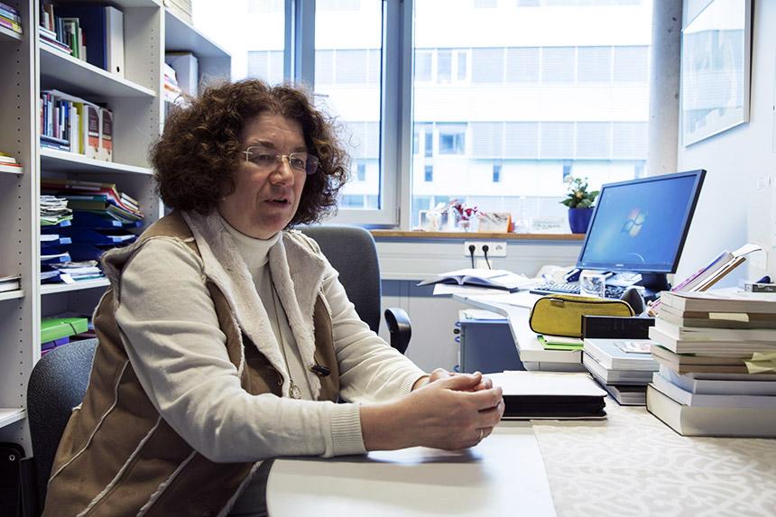 Tod und Trauer werden im Arbeitsalltag noch oft tabuisiert. Prof. Ursula Engelfried-Rave steht gemeinsam mit den Experten für Trauerbegleitung der Handwerkskammer Koblenz für eine trauerfreundliche Unternehmenskultur ein. Foto: Adrian Müller