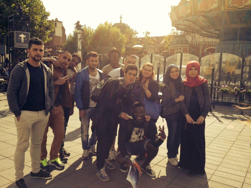 Dilara Karadag gibt Flüchtlingen Deutschunterricht und ist auch bei Alltagsfragen für sie da. Fotos: Privat