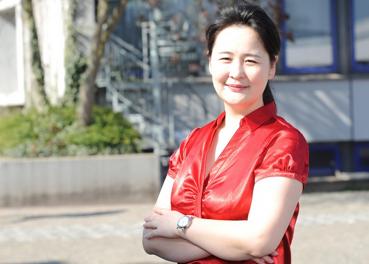 Dr. Azzaya Tumendelger ist als Gastwissenschaftlerin zu Besuch aus der Mongolei und forscht in Landau zu Treibhausgasen. Foto: Hiller.