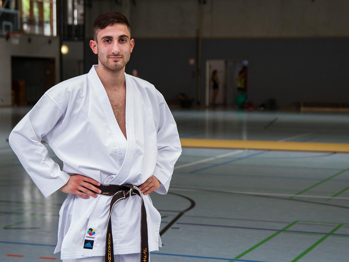 Abgar Schachnasarjan studiert Lehramt für Berufsbildende Schulen (Bautechnik und Sport) in Koblenz. Seine freie Zeit gehört jedoch fast ausschließlich der Sportart Karate. Foto: Marius Adam