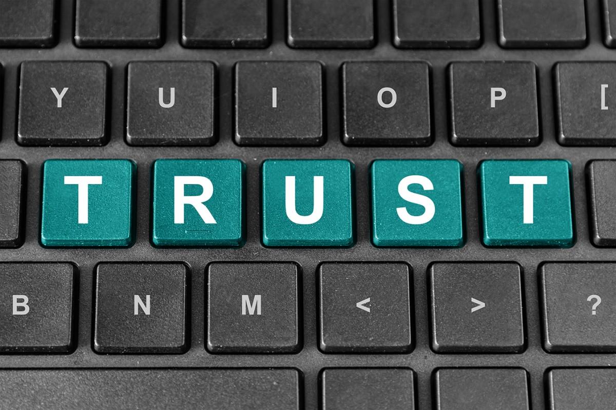 Im Forschungsschwerpunkt KoMePol untersuchen vier Fachdisziplinen das Vertrauen in die Medien, in politische Institutionen und in webbasierte Plattformen politischer Partizipation. Foto: Colourbox.de