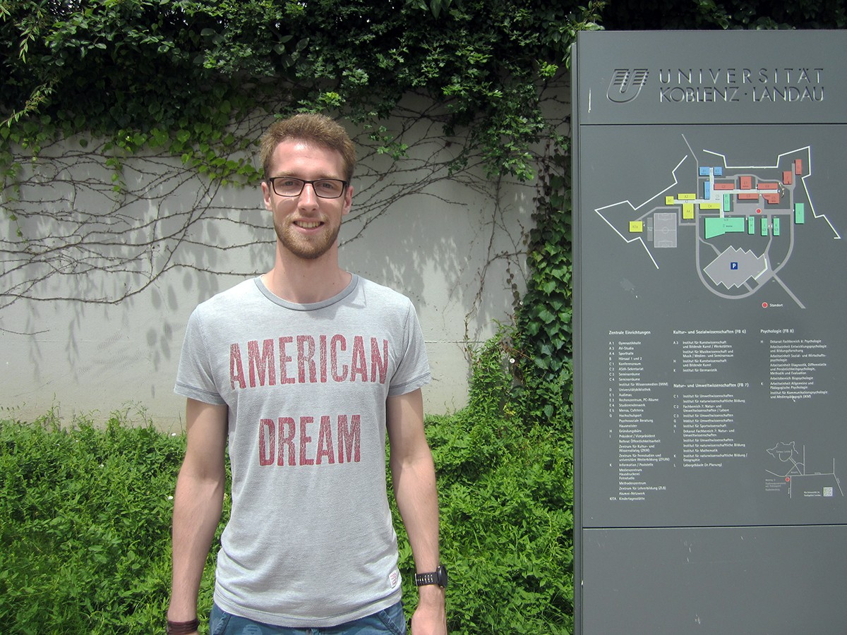 Mattes Albrecht ist 22 Jahre alt und studiert Psychologie. Er ist fasziniert von der Natur des Menschen und möchte später in der Personalentwicklung arbeiten. Foto: Höffner.
