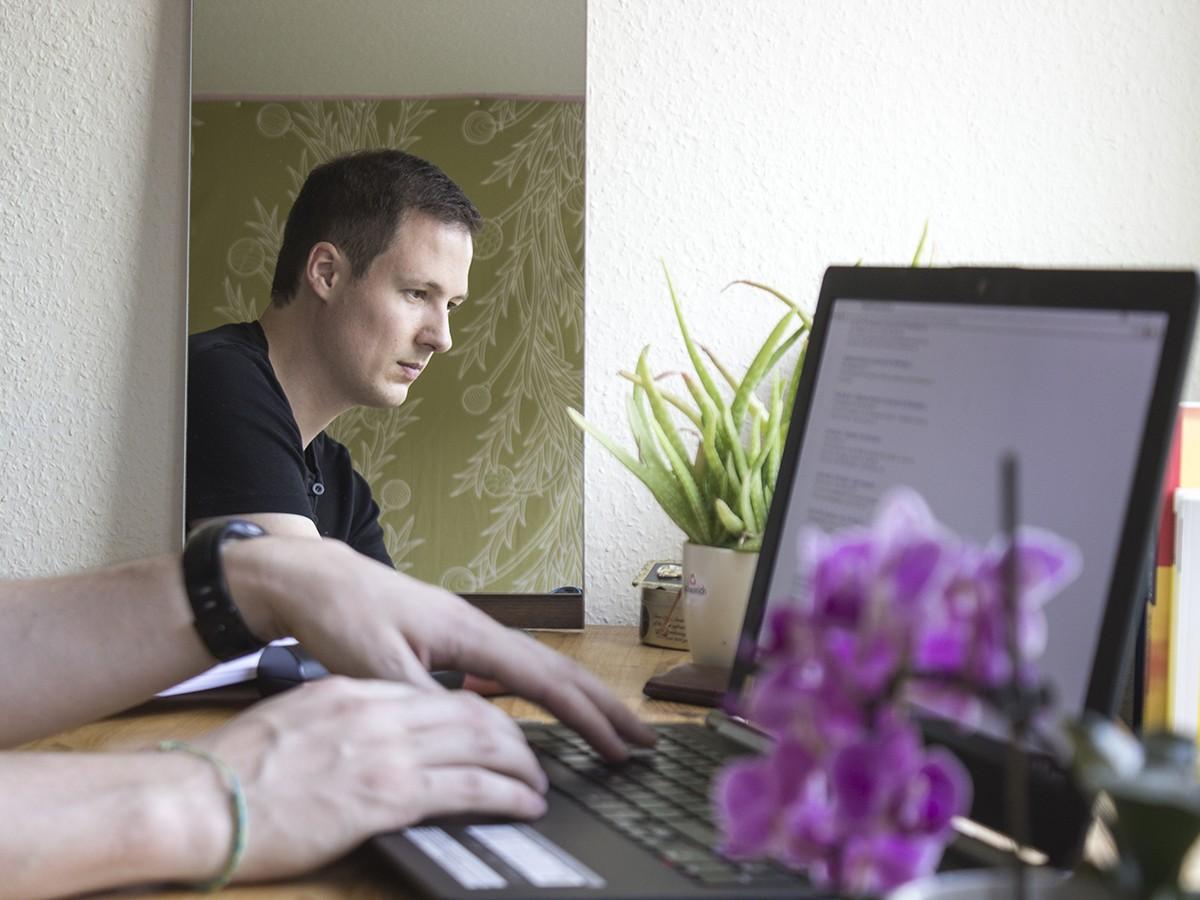Adrian Willems untersuchte in seiner Masterarbeit Breaking Bad-Protagonist Walter White und seine Betrachtungen im Spiegel. Foto: Adrian Müller