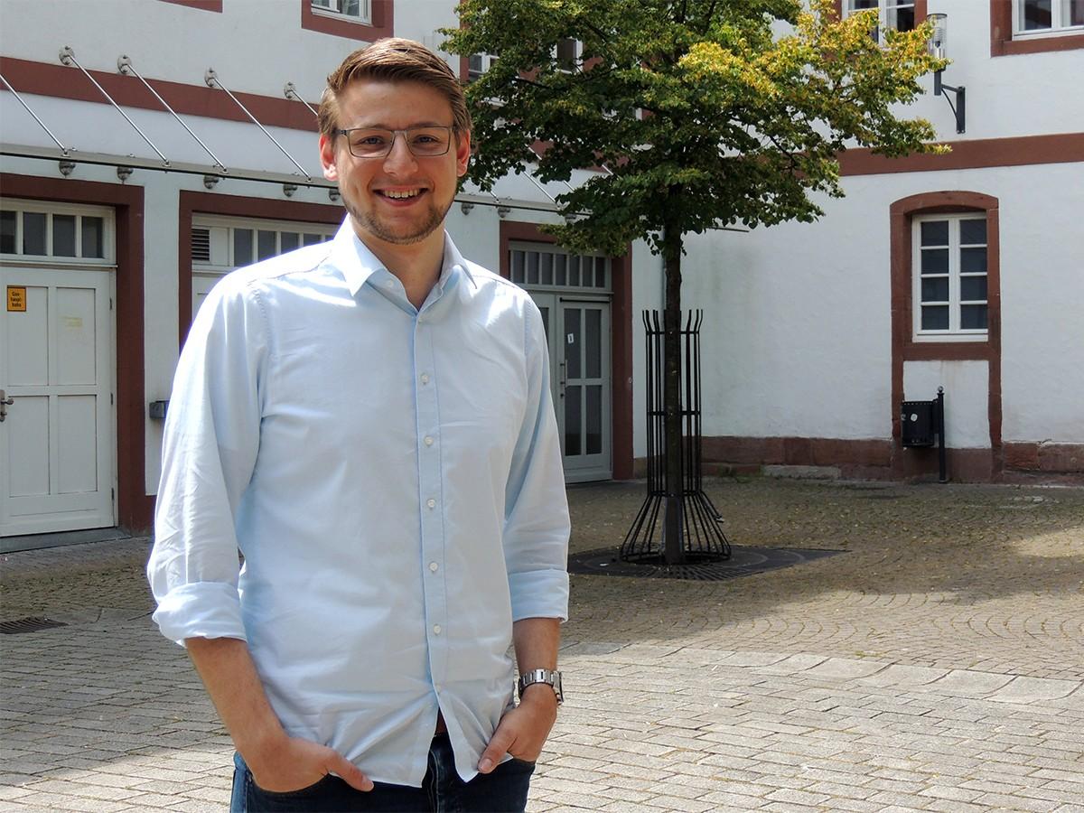 Torben Furkert zog für sein Masterstudium von Hamburg in die Pfalz. Foto: Lisa Leyerer