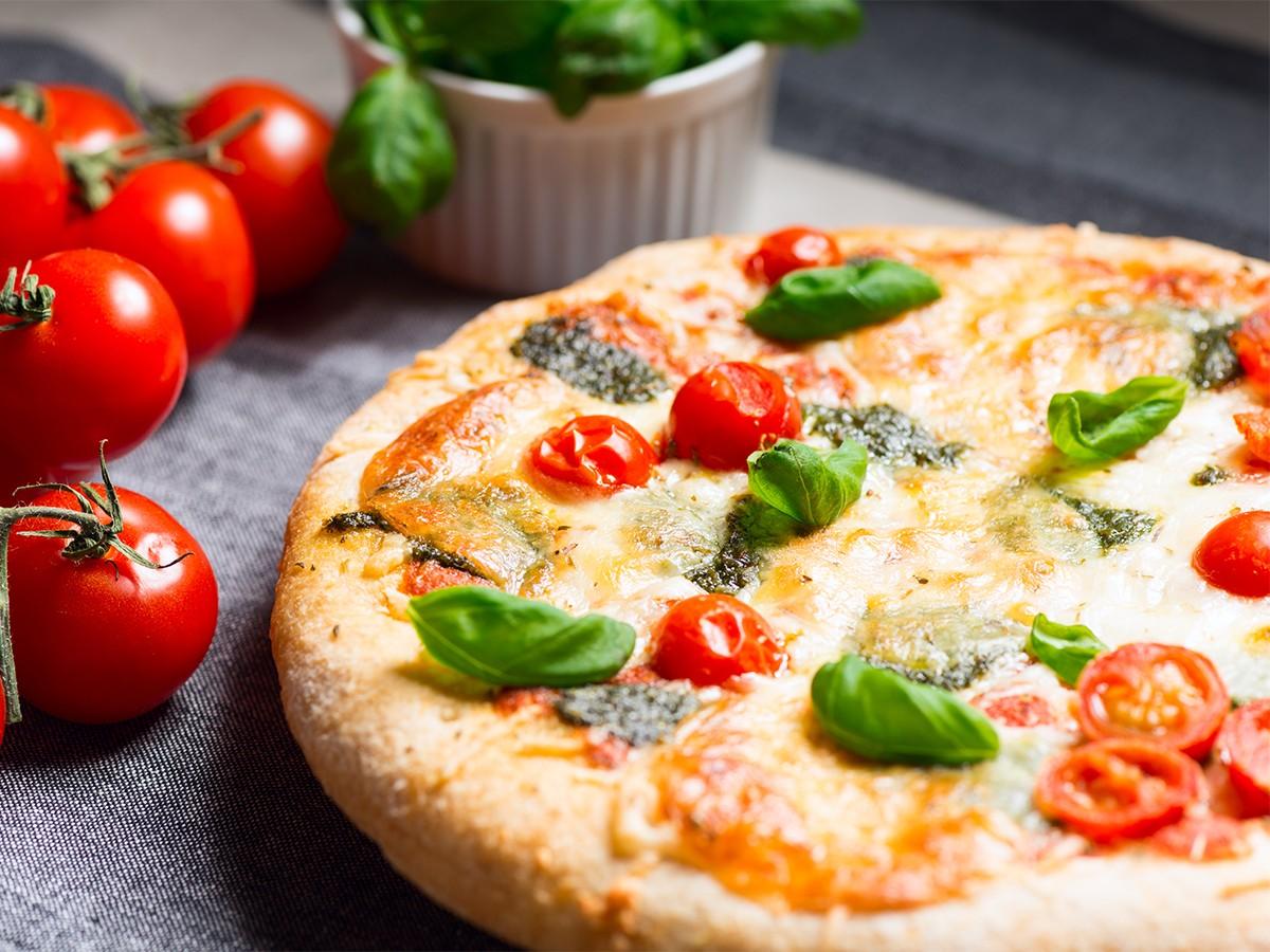 Paleo statt Pizza? Lieber nicht. Unsere Campus-Reporterin Anni Frey schwört den neusten Ernährungs- und Sporttrends ab und plädiert für mehr Genuss. Foto: Colourbox.de
