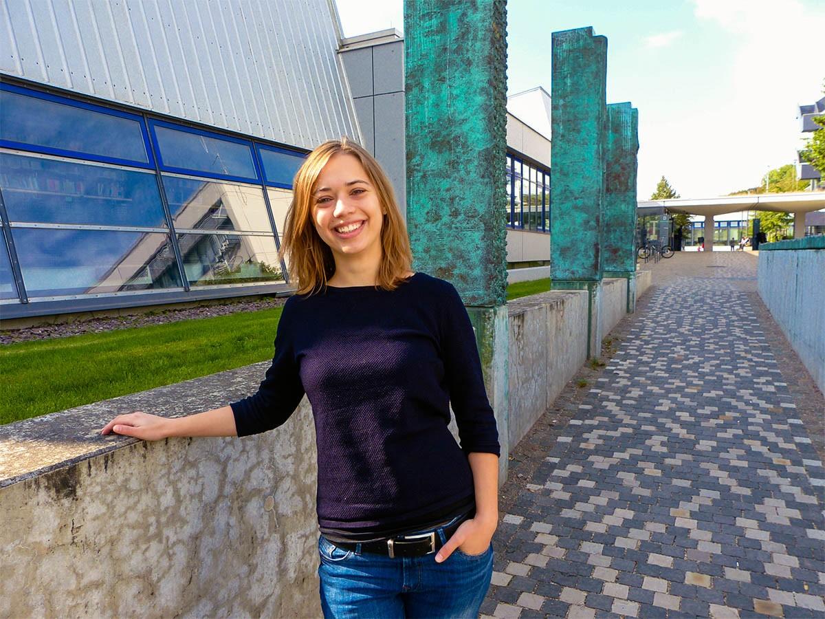 Psychologie-Studentin Annika Raff hatte Mut zu einem brisanten Thema und beschäftigte sich in ihrer Abschlussarbeit mit Sexting. Foto: Schreiner