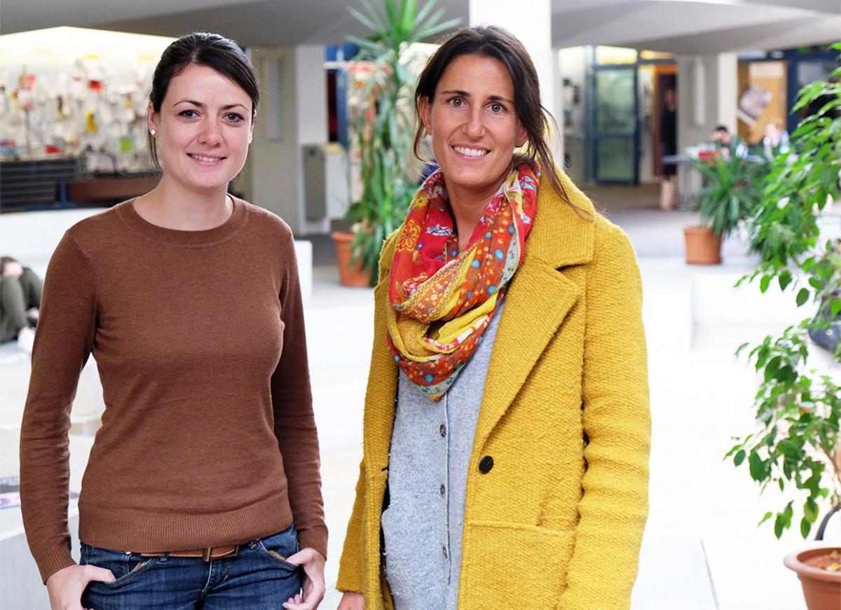 Die Erziehungswissenschaftlerinnen Evamaria Schwarz und Nina Mathes bieten im Sommer den Welcome-Treff für internationale Familien an. Foto: Lisa Leyerer