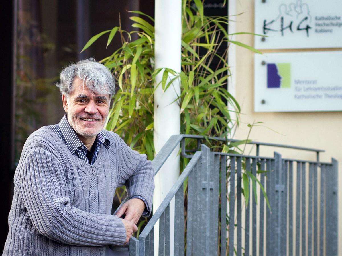 Guido Groß kennt den Standort Koblenz seit über 30 Jahren. Als Pastoralreferent kam der heute 57-Jährige damals aus dem Saarland an Rhein und Mosel. Foto: Marius Adam