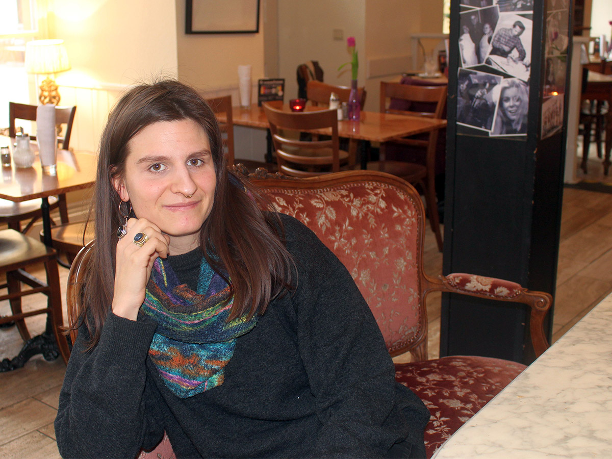 Juliana Siemes beschäftigt sich in ihrer Bachelorarbeit mit dem Thema Bildung im Kontext des Tabuthemas Tod. Foto: Esther Guretzke