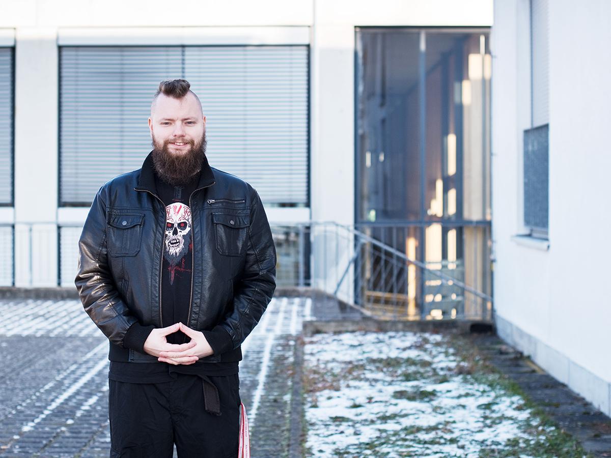 Mike Simonsen engagiert sich im Koblenzer AStA und ist Ansprechpartner für die O-Phase. Foto: Greta Rettler