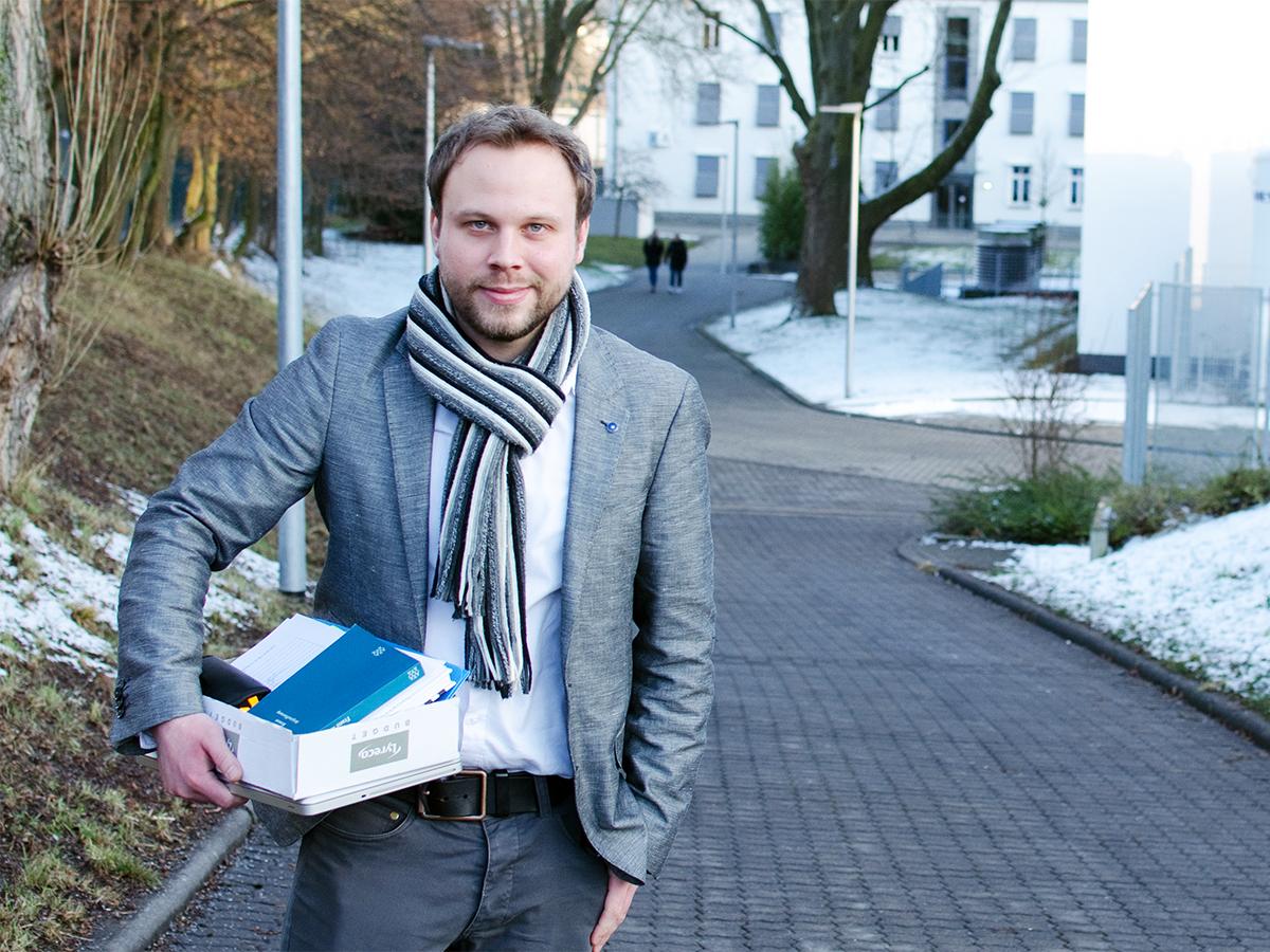 Doktorand Timo Rouget liebt Literatur und Filme, in seiner Dissertation kann er beides verbinden. Foto: Greta Rettler