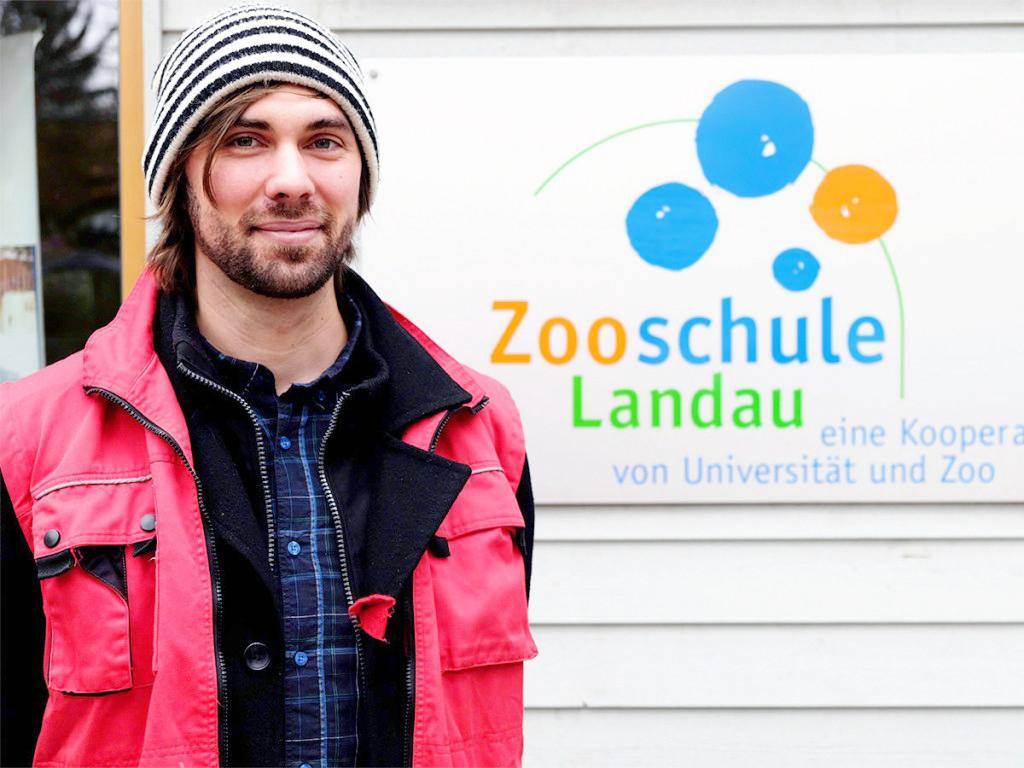 Jan Magg arbeitet bereits seit fünf Jahren als Zoopädagoge in der Zooschule und übt sich im Lehrer-Dasein. Foto: Lisa Leyerer