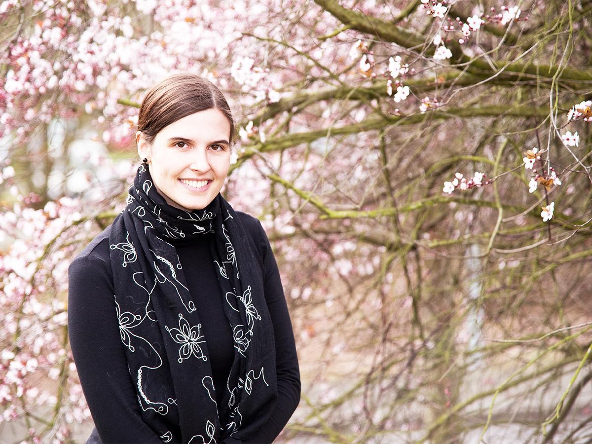 Entführt ihre Leser gern in eine Fantasiewelt: Jungautorin und KuWi-Studentin Laura Dümpelfeld. Foto: Greta Rettler