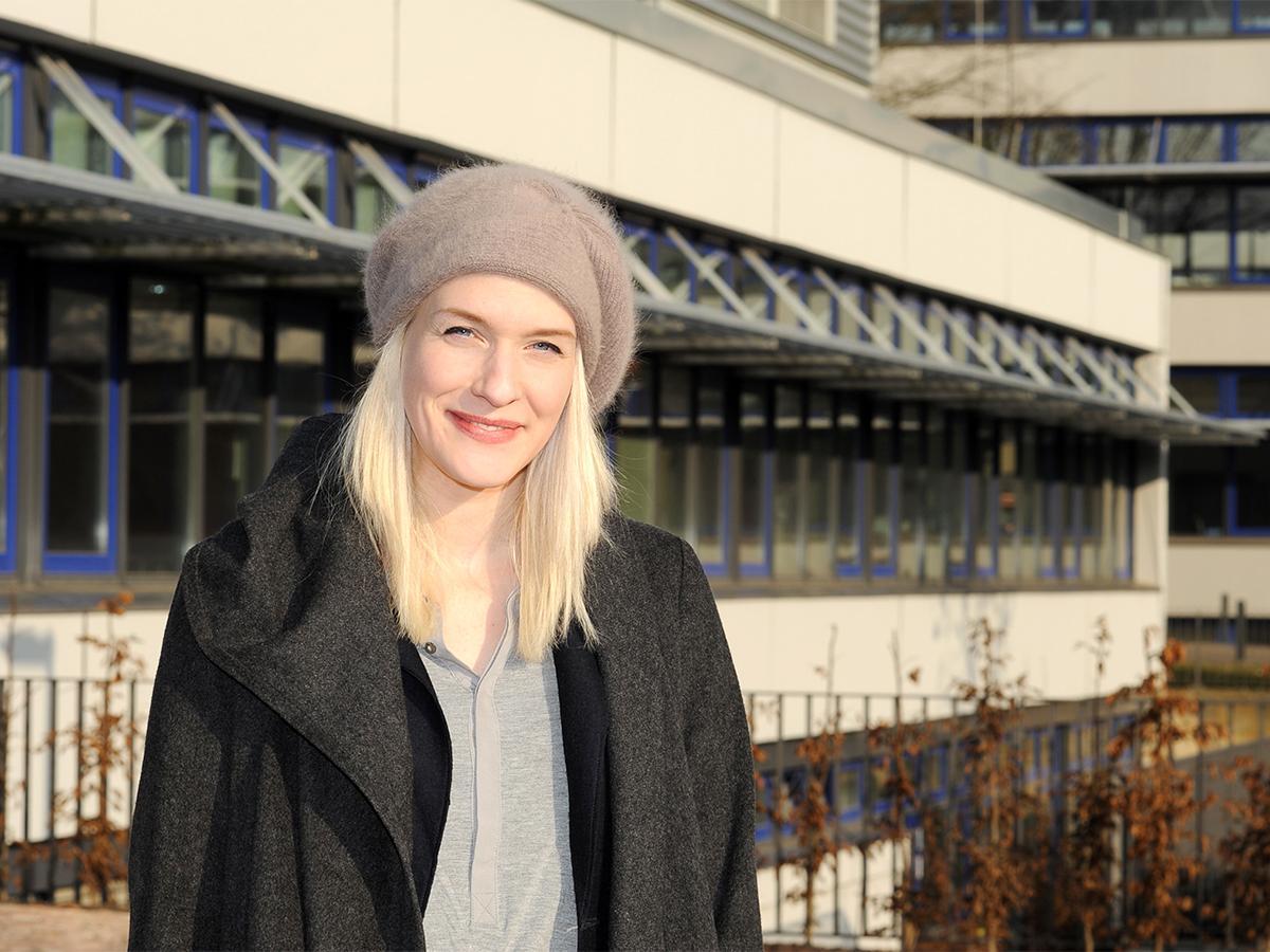 Julia Dupont schreibt ihre Doktorarbeit zum Thema Wahlversprechen im Rahmen des Forschungsschwerpunktes KoMePol. Foto: Karin Hiller